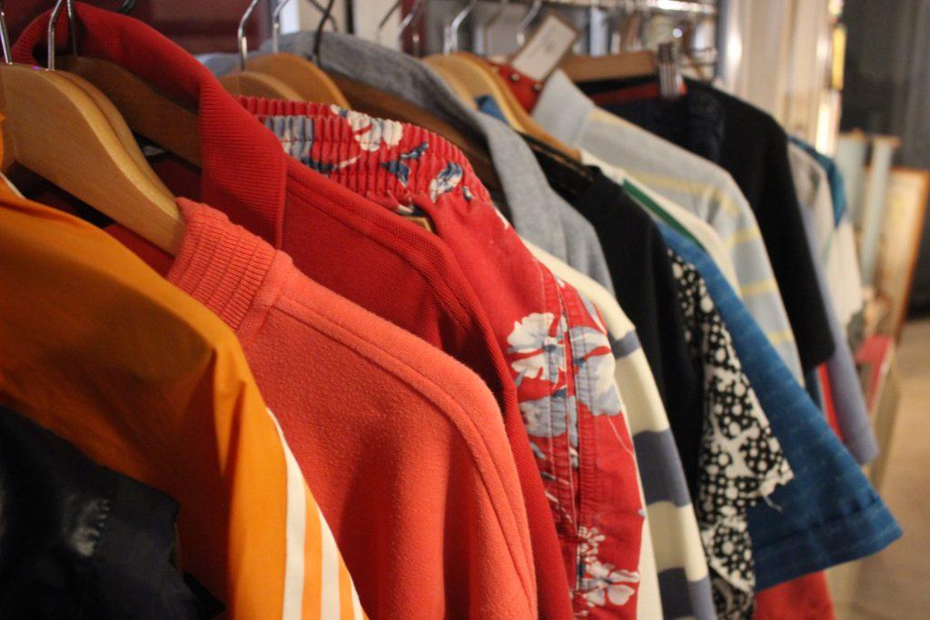 Couleurs et matières de vêtements d'occasion friperie Chic & Bohème à Montpellier