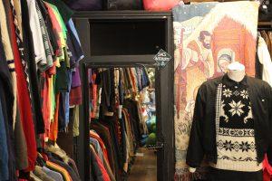 Salle d'essayage chez Jet rag friperie à Toulouse. Boutique de vêtements d'occasion & vintage