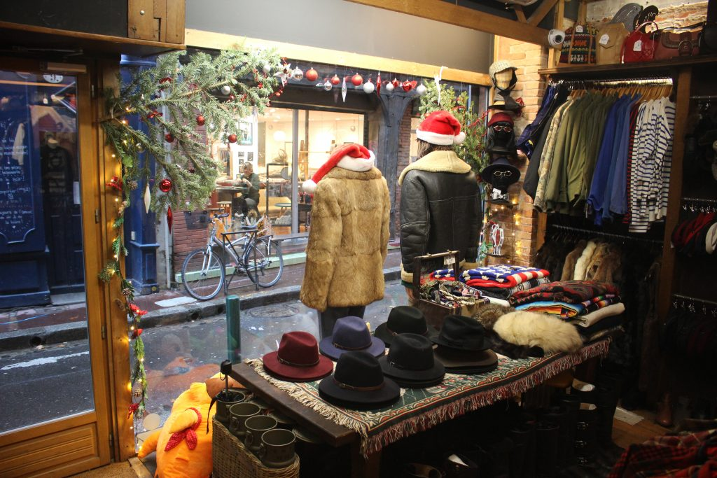 Entrée de Jet rag friperie à Toulouse. Boutique de vêtements d'occasion & vintage