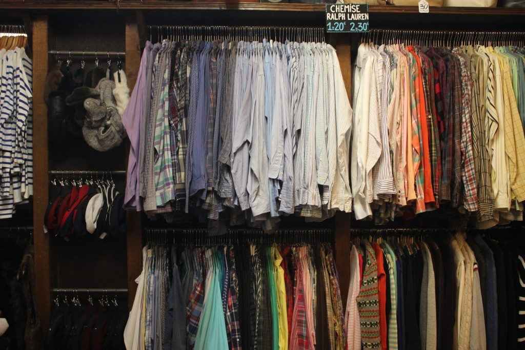 Chemises chez Jet rag friperie à Toulouse. Boutique de vêtements d'occasion & vintage