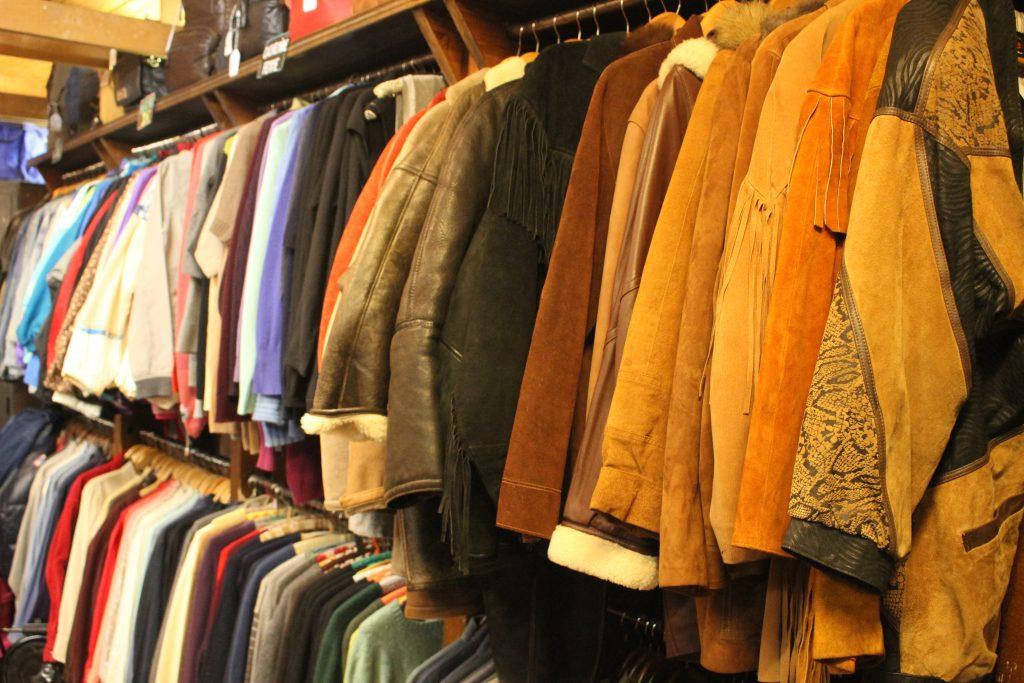 Vestes d'hiver chez Jet rag friperie à Toulouse. Boutique de vêtements d'occasion & vintage