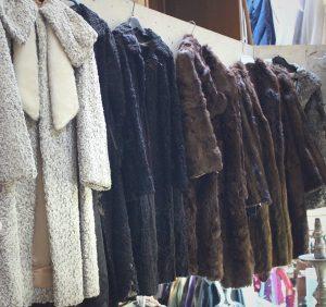 fourrures - Mosaik Friperie à Toulouse, magasin de vêtements d'occasion et vintage.