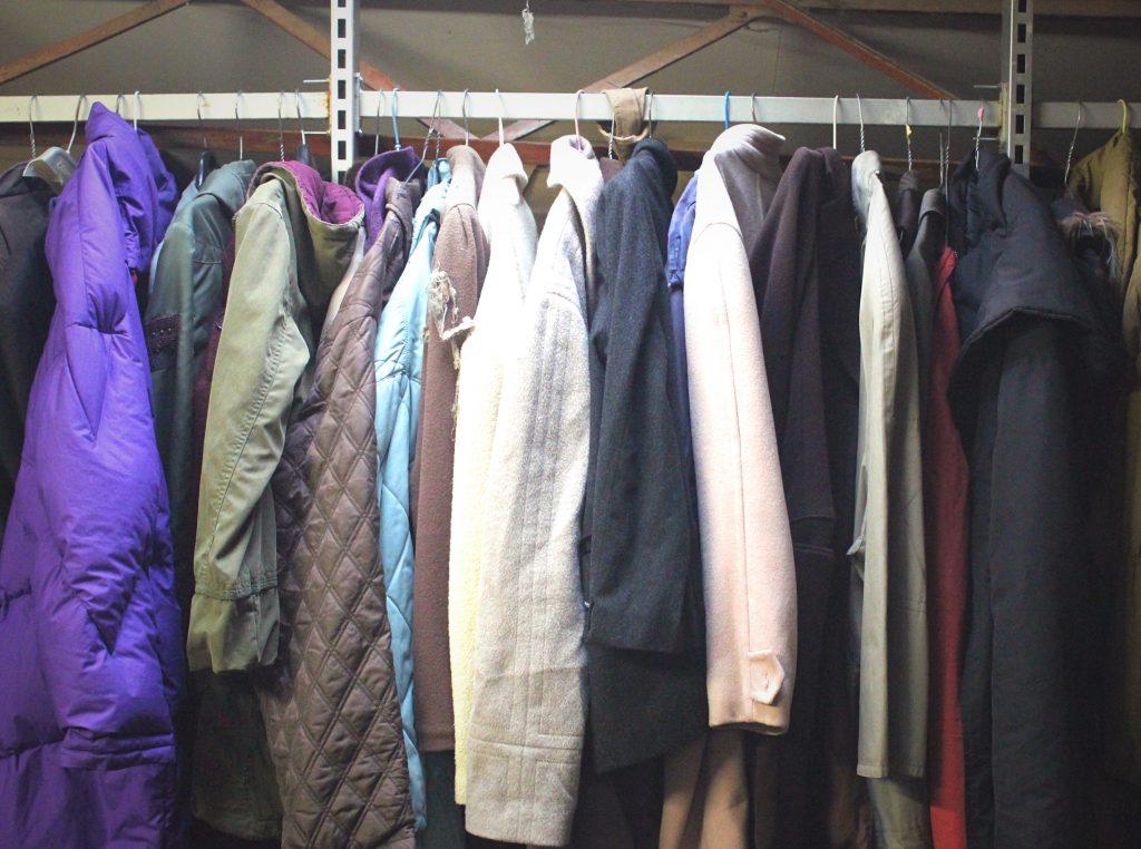 Portant - Mosaik Friperie à Toulouse, magasin de vêtements d'occasion et vintage.