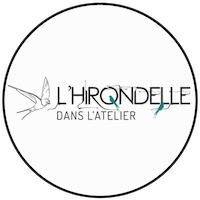 Logo L'hirondelle dans l'atelier friperie Montpellier