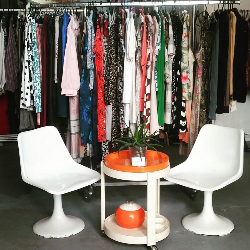 Intérieur de la boutique 2bis fripe galerie à Marseille
